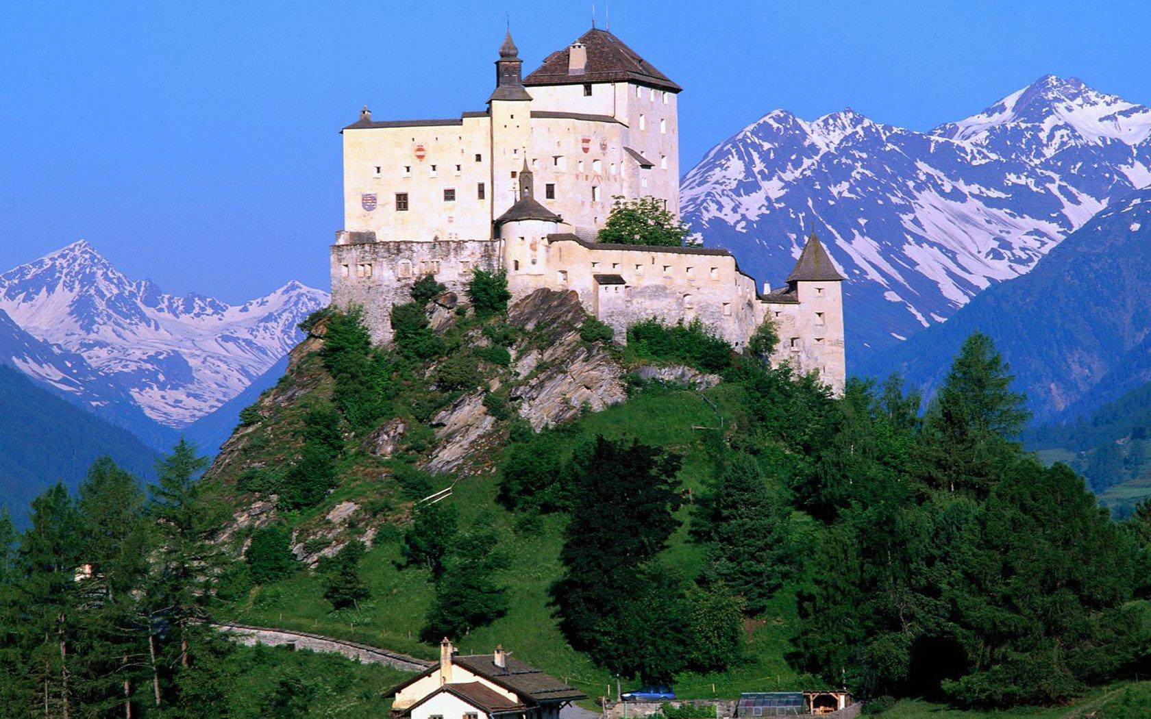 tarasp-castle-graubuden-switzerland