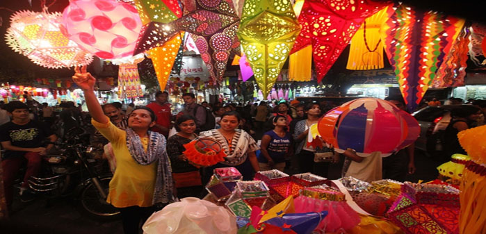 Colorful Diwali Kandils for sale at Ranade Road, Dadar on Thursday. Express photo by Dilip Kagda, Mumbai 051115