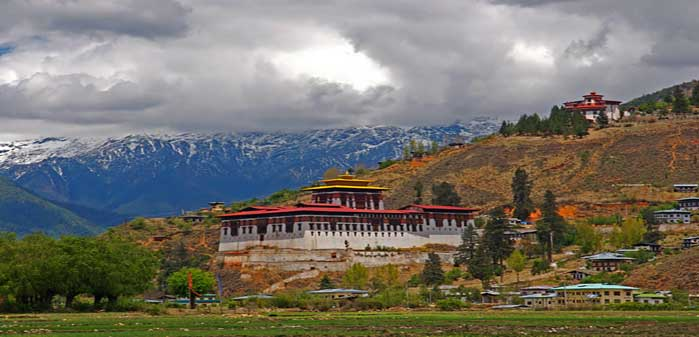 Cloud-hidden,_whereabouts_unknown_(Paro,_Bhutan)-(1)