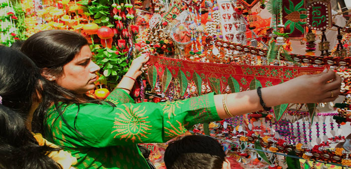 04_delhi-diwali-shopping